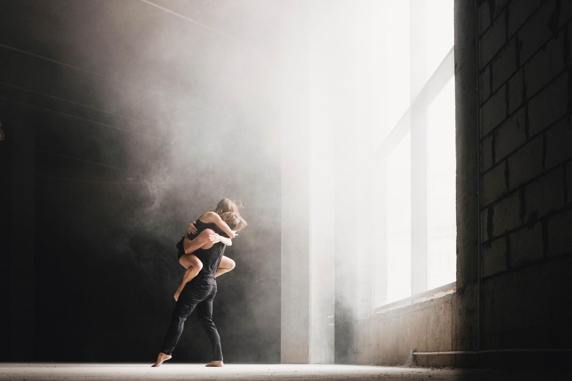 Zakochani w sesji tanecznej