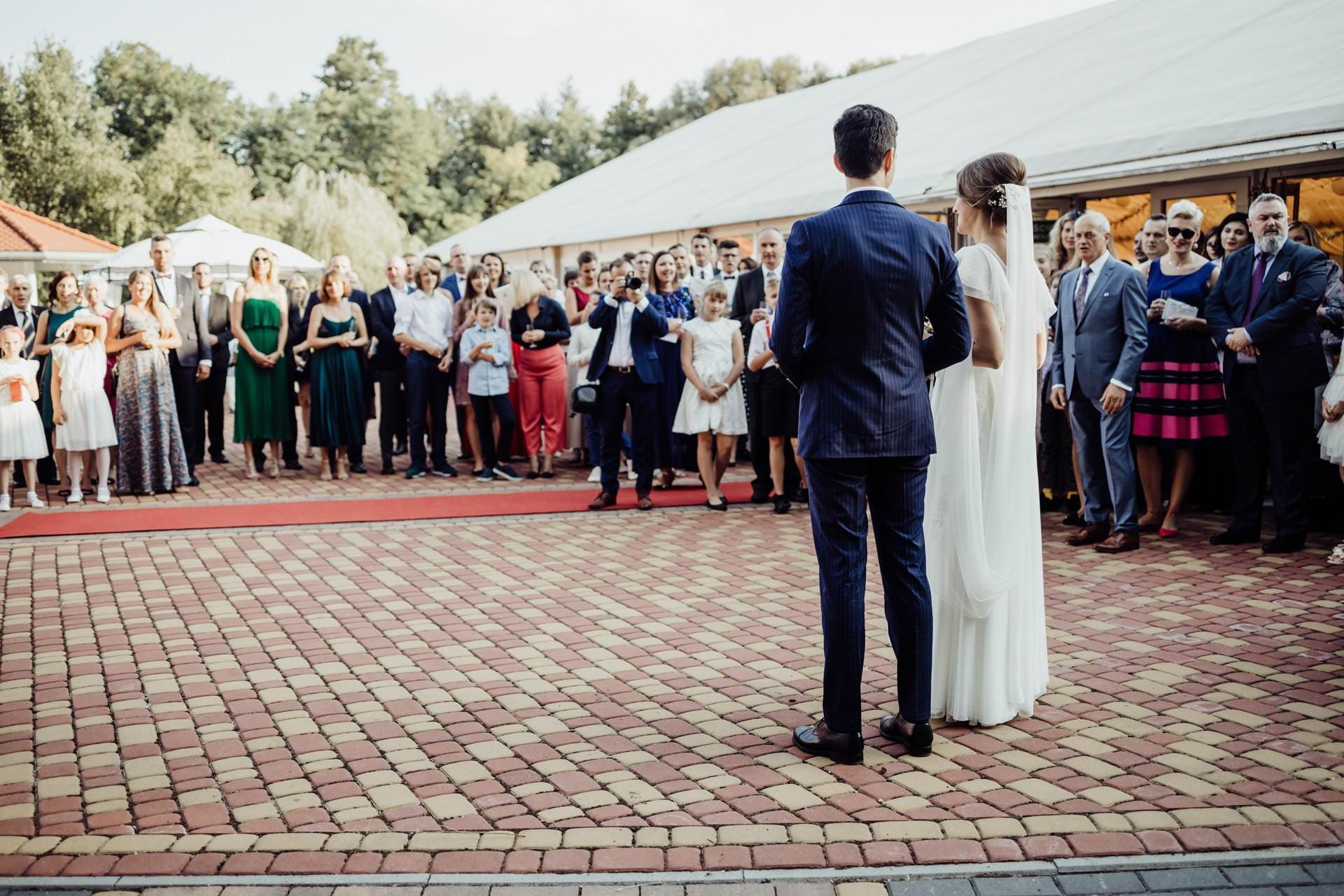 Przyjecie weselne pod namiotem