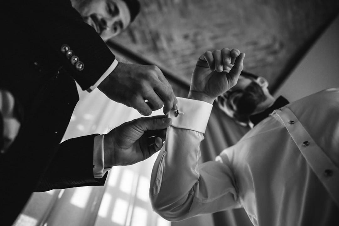 przygotowania Pana Młodego do ślubu w VIENNA HOUSE ANDEL'S LODZ