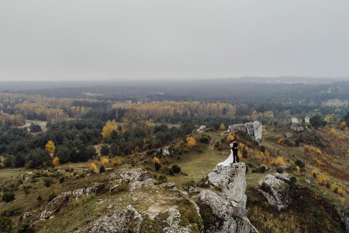 sesja ślubna w plenerze, zdjęcie z drona