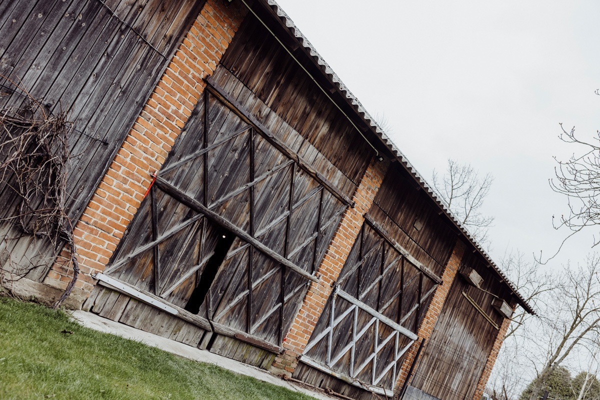 sesja narzeczenska w stodole